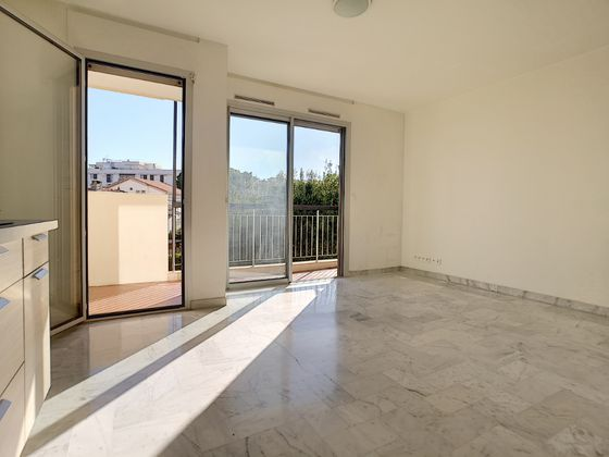 Location studio 24,26 m2