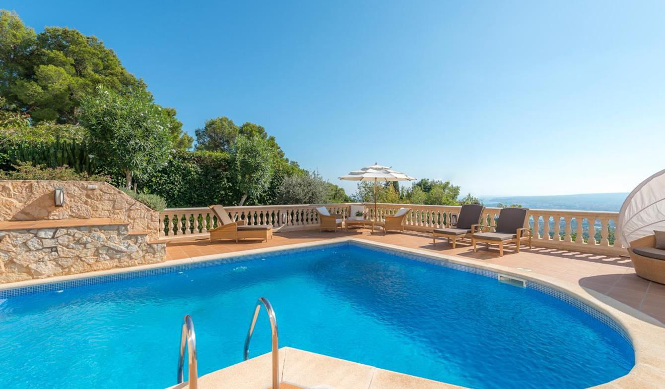 Seaside villa with pool Majorca