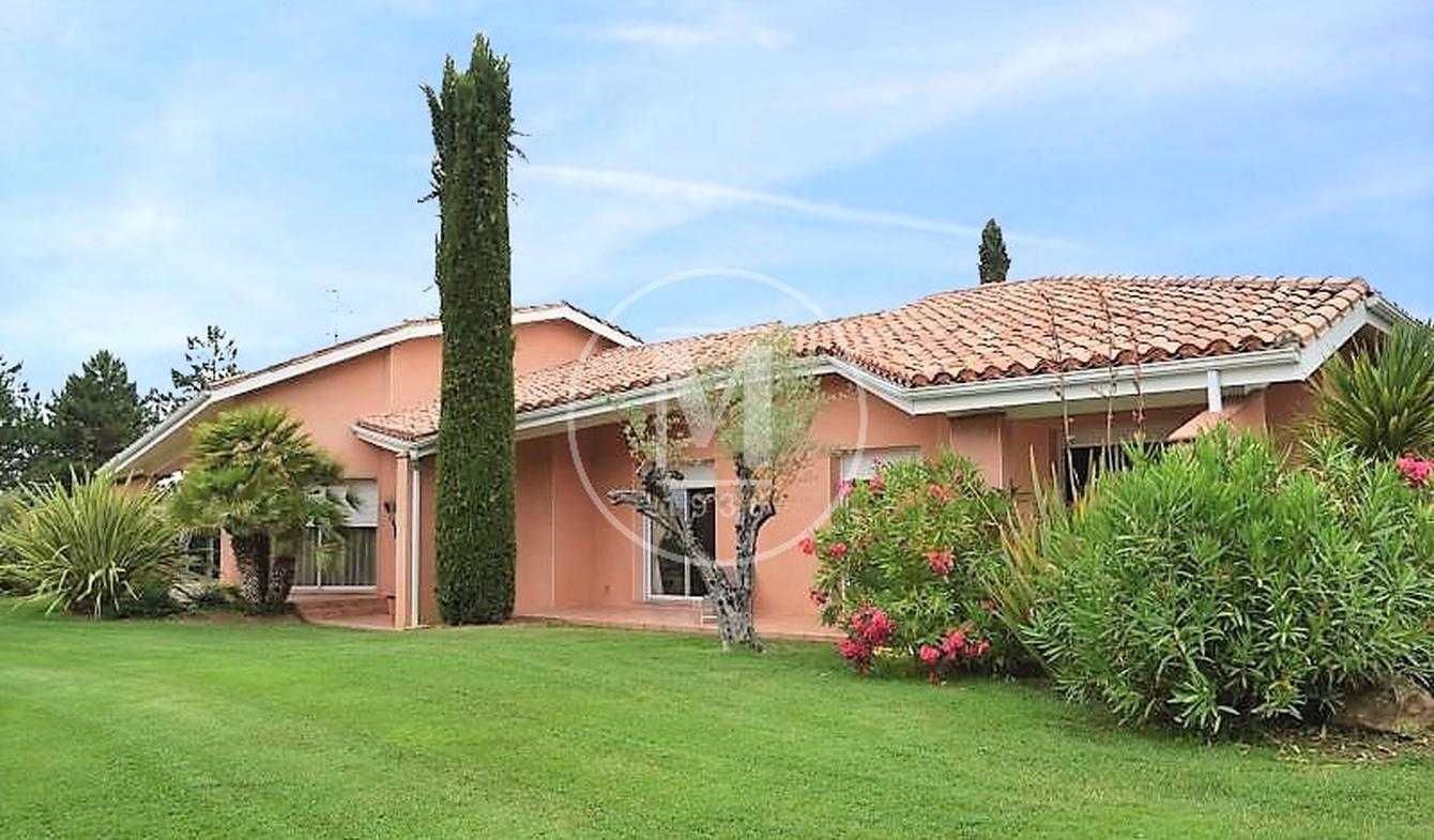 House with pool and terrace Samatan