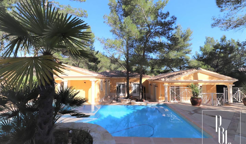 Maison avec piscine et terrasse Vailhauquès