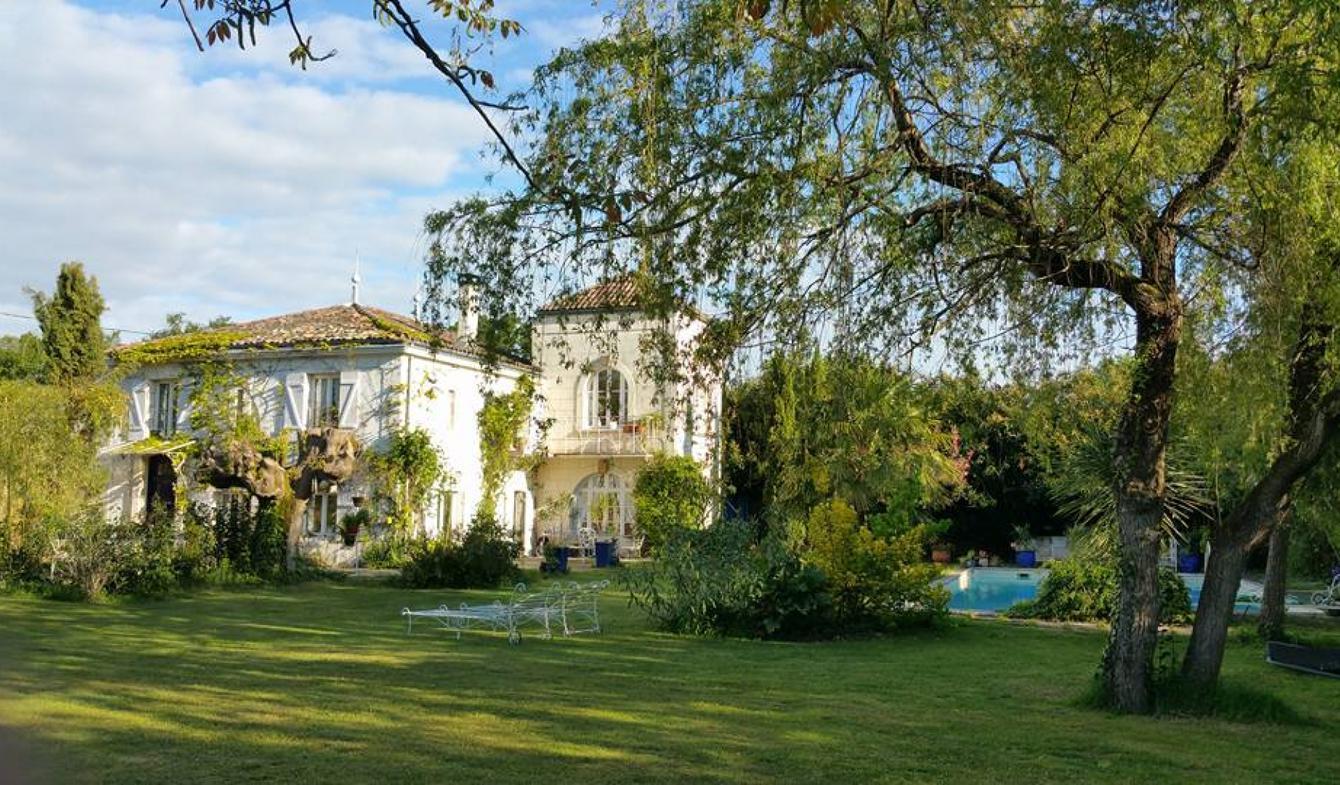 Bien atypique avec terrasse et piscine Bordeaux