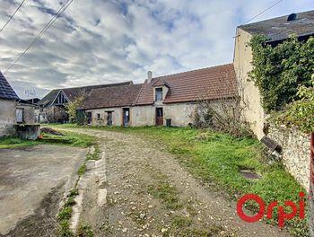 maison à Ainay-le-Vieil (18)