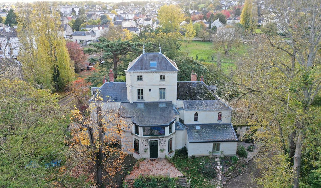 House with pool Saumur