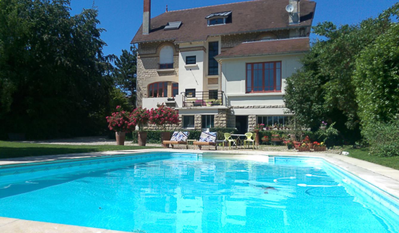 Propriété avec piscine Sainte-Savine