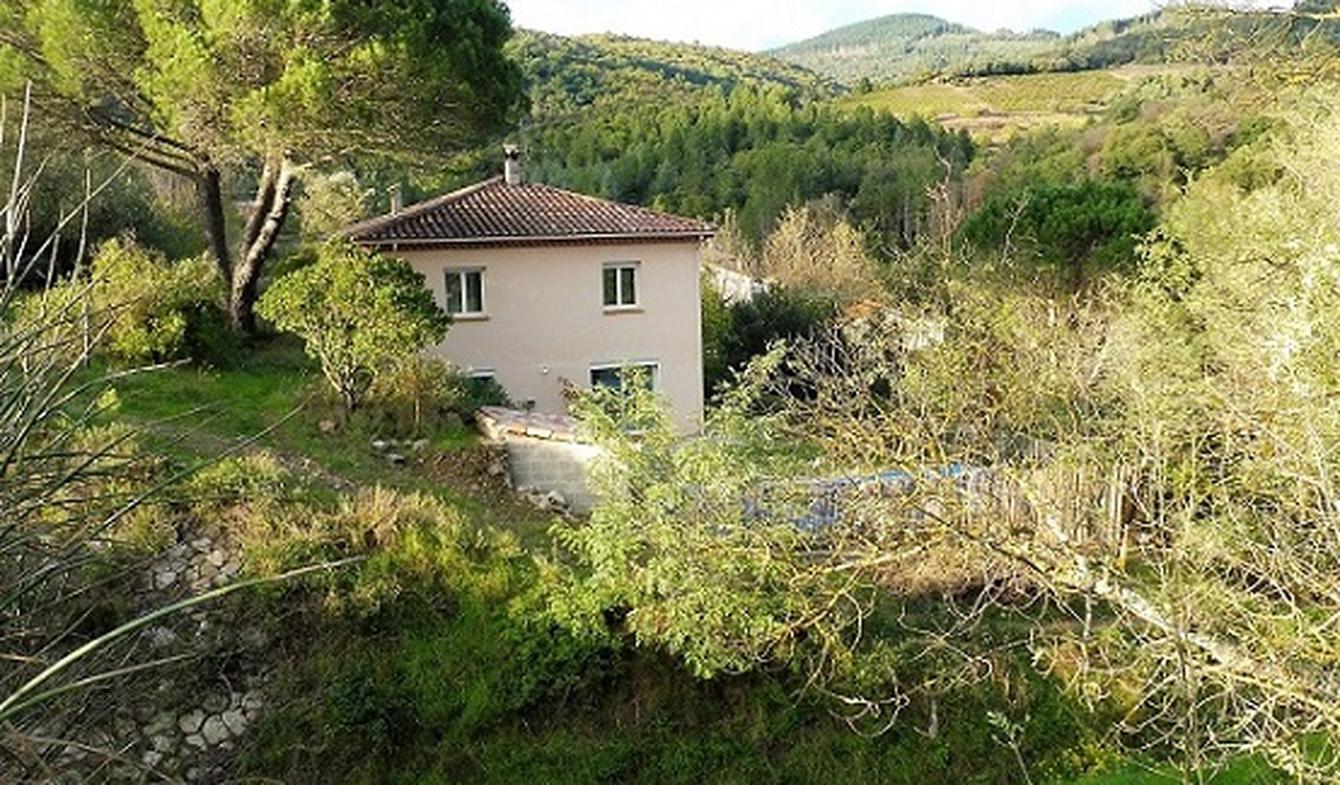 Maison contemporaine avec piscine et jardin Le Poujol-sur-Orb