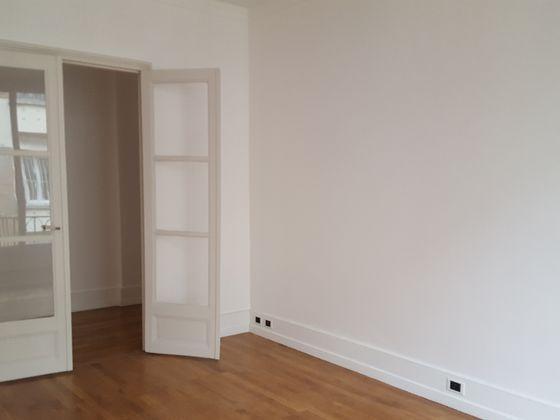 Location appartement 4 pièces 117 m2