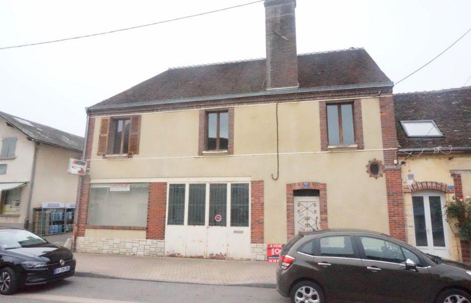 Vente maison 4 pièces 101 m² à Saint-Maurice-sur-Aveyron (45230), 86 000 €