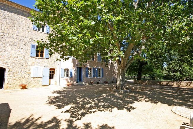 Vineyard with AOC and Outbuildings, Saint-Maximin-la-Sainte-Baume