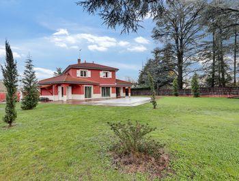 villa à Charbonnières-les-Bains (69)