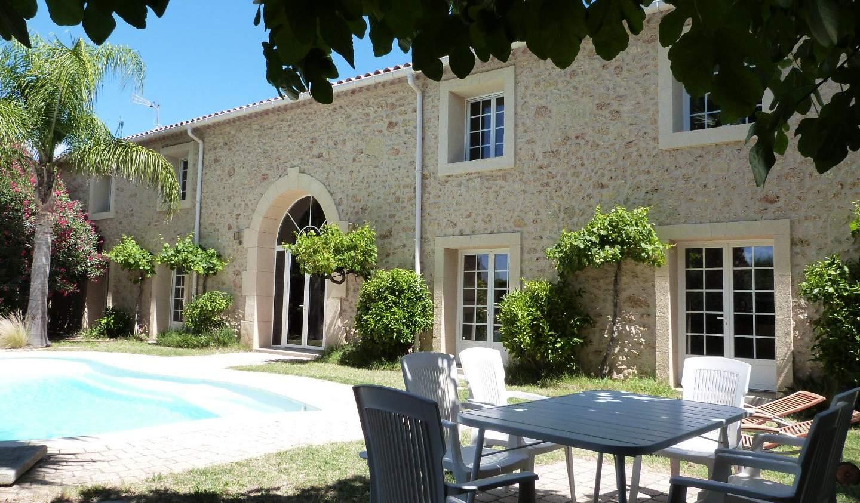 Maison contemporaine avec piscine et jardin Beziers