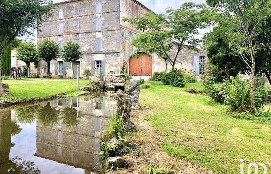 Vente moulin 10 pièces 500 m² à La Vallée (17250), 200 000 €