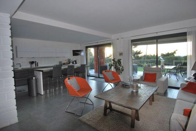 Appartement Contemporain avec Terrasse et Piscine, Sanary-sur-Mer