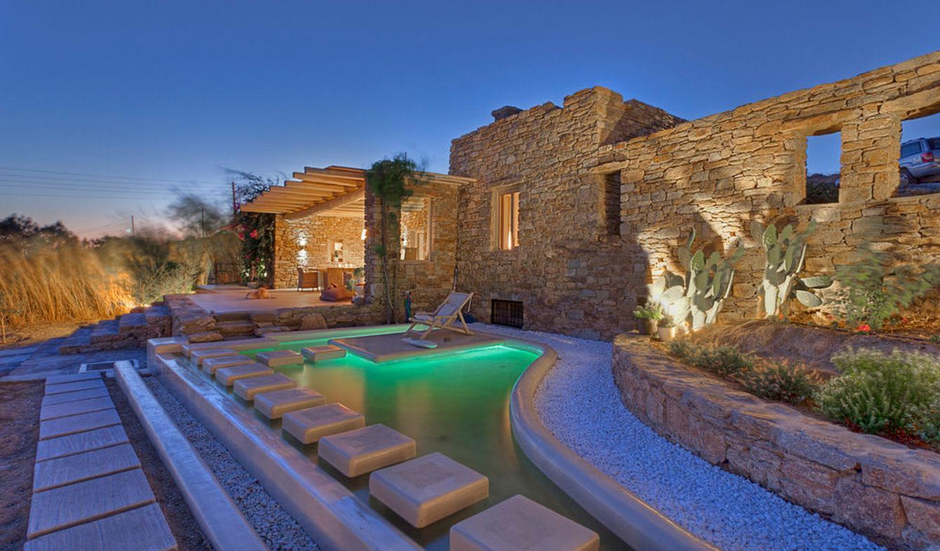 House with pool Plintri