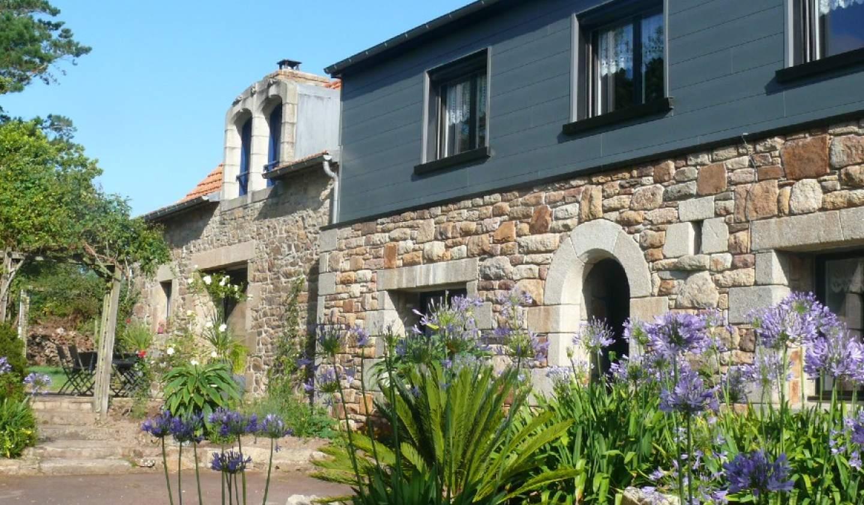 Maison avec piscine et terrasse Louannec