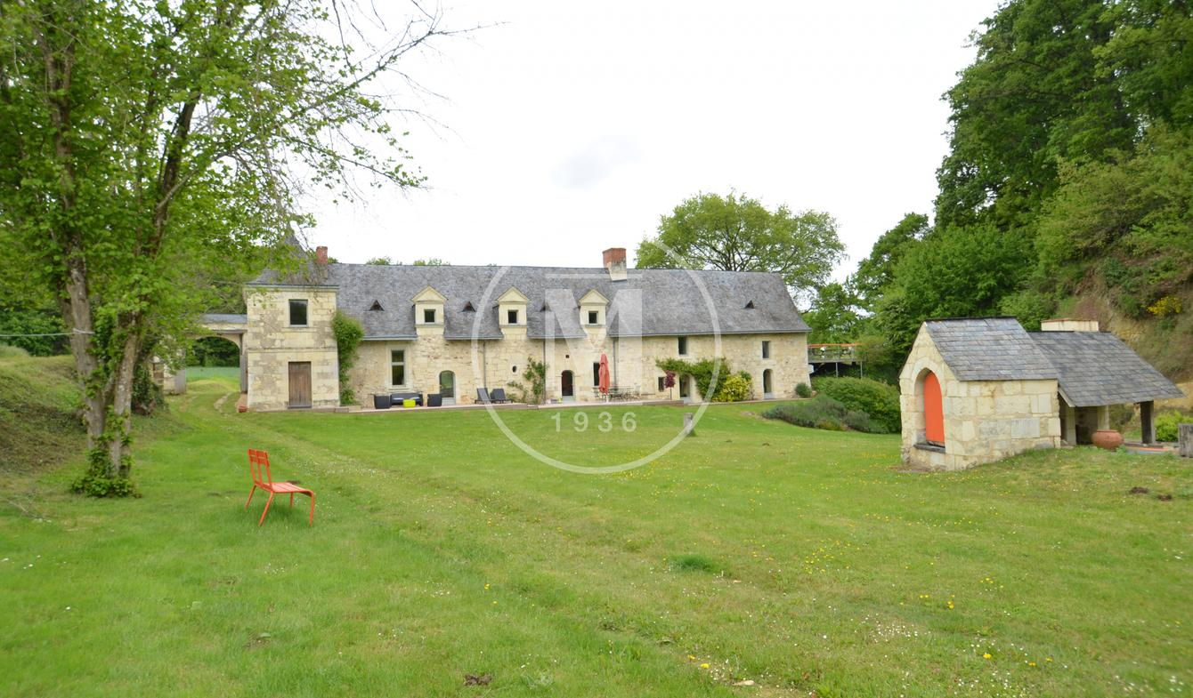 Property with pool Gennes