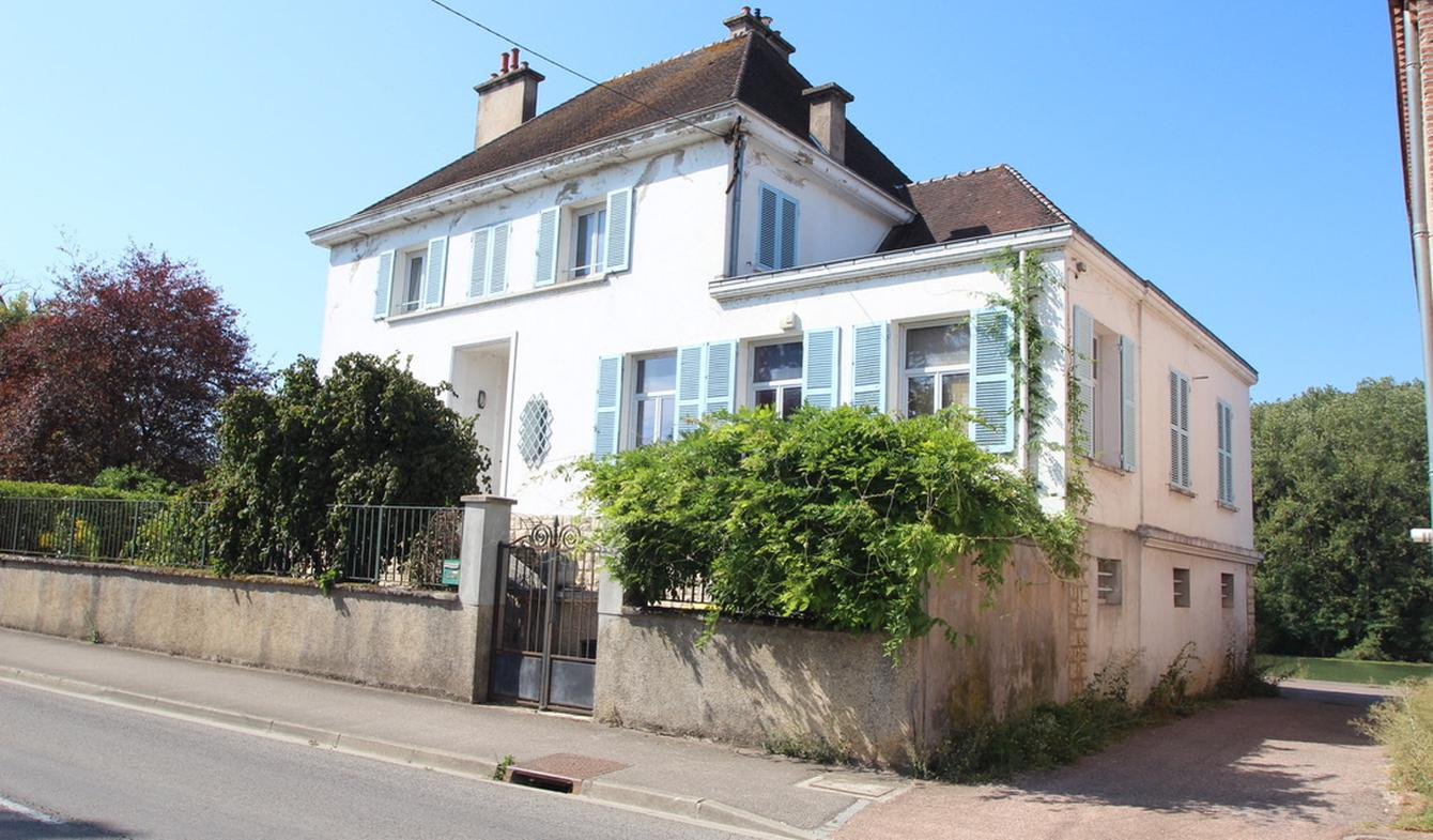 House with terrace Beaune