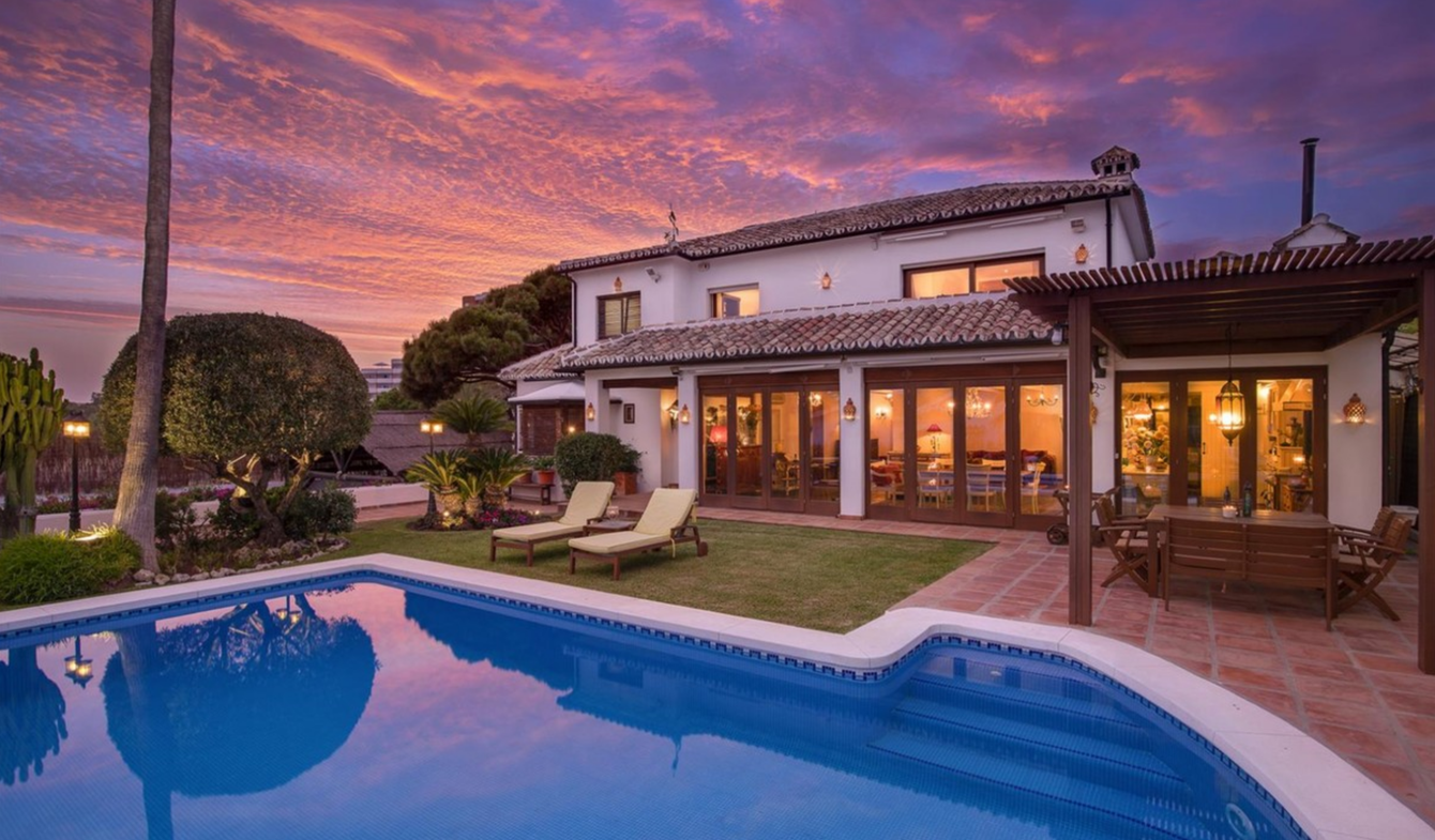Seaside villa with pool Marbella