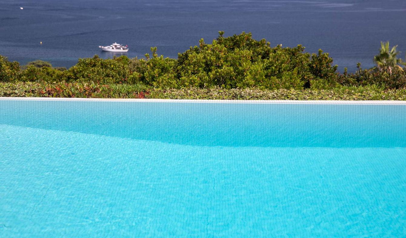 Villa with pool and garden Pietrosella