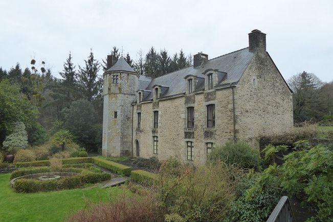 Château, Baud