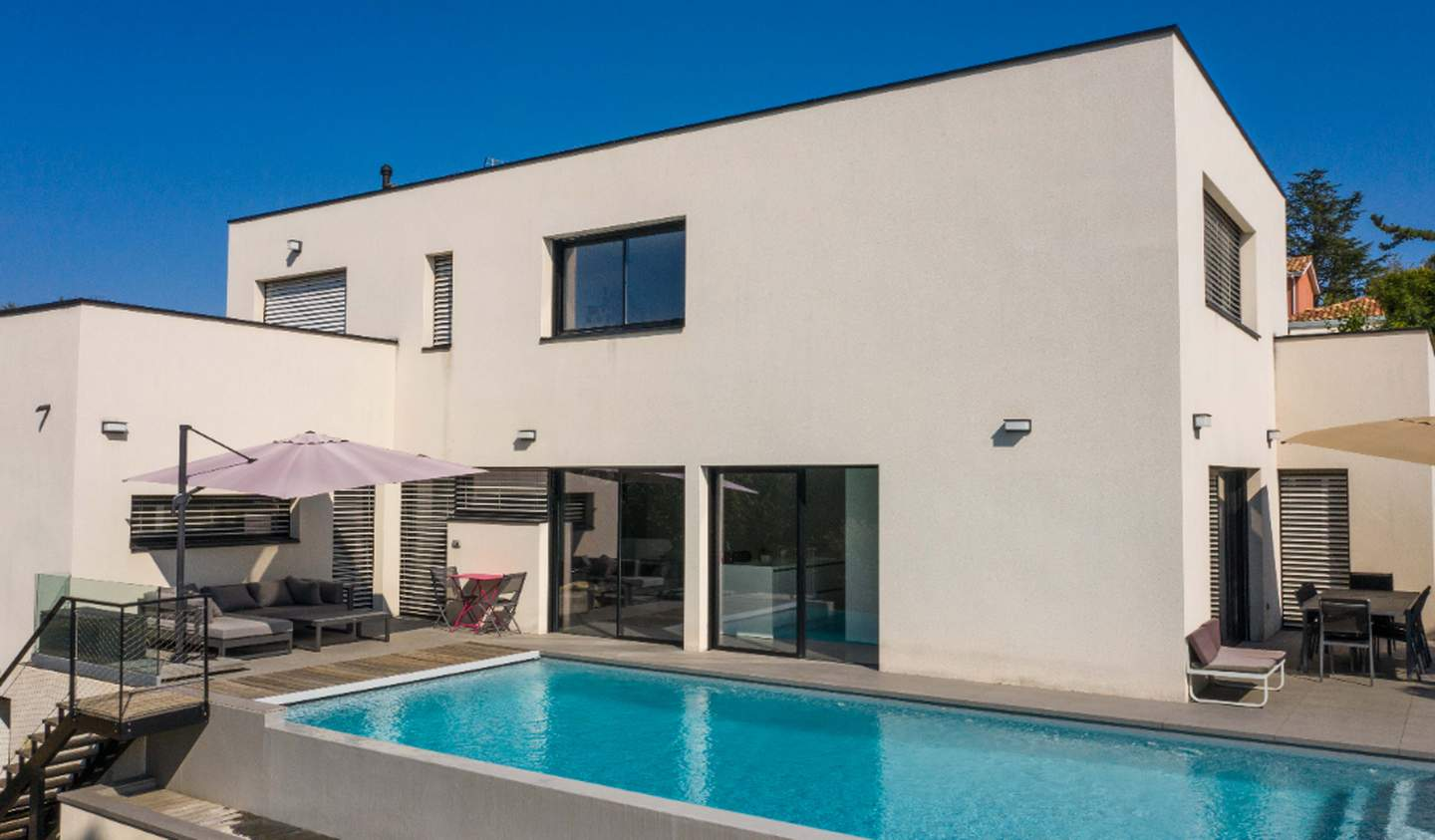 House with pool and terrace Neuville-sur-Saône