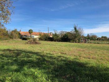 terrain à Douzillac (24)