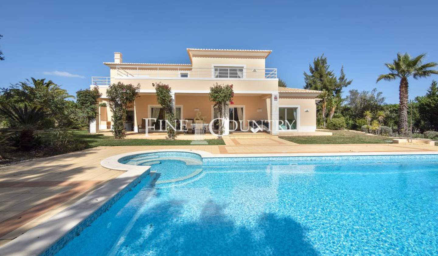 Villa with garden Faro District