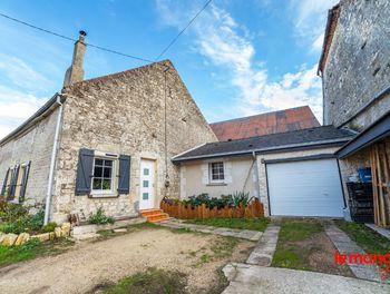 maison à La ville-aux-bois-les-dizy (02)