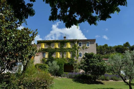 Hôtel avec jardin et salle de réception