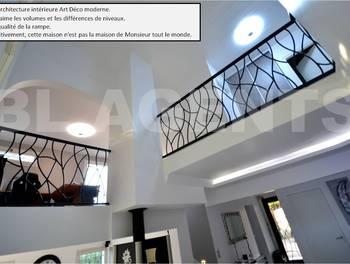 Maison 8 pièces 218 m2