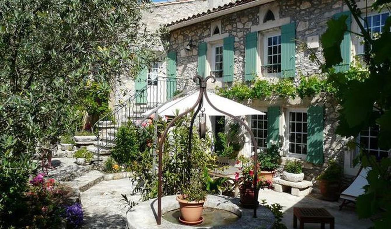 House with pool and garden Eygalières