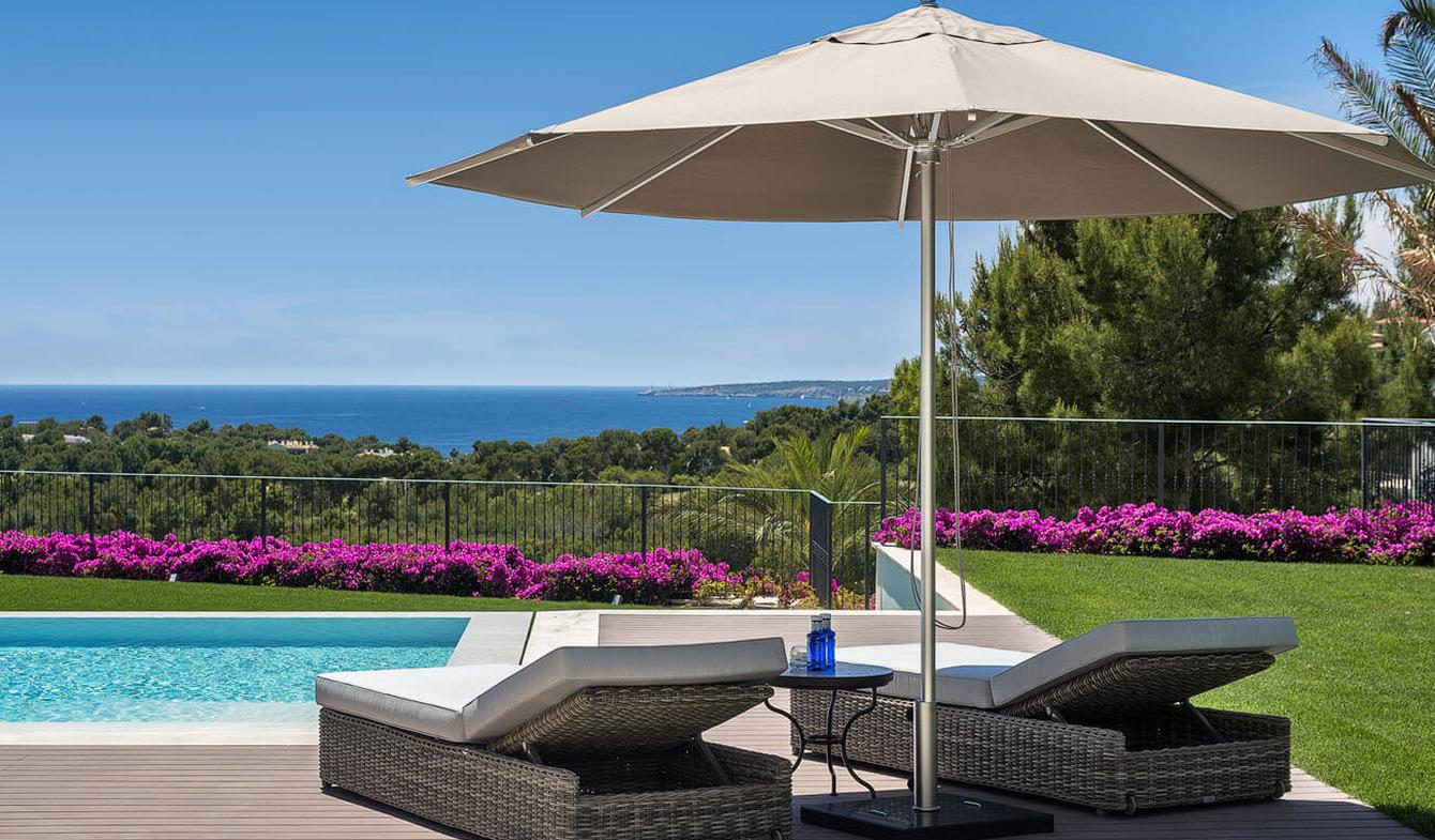Villa avec piscine en bord de mer Bendinat