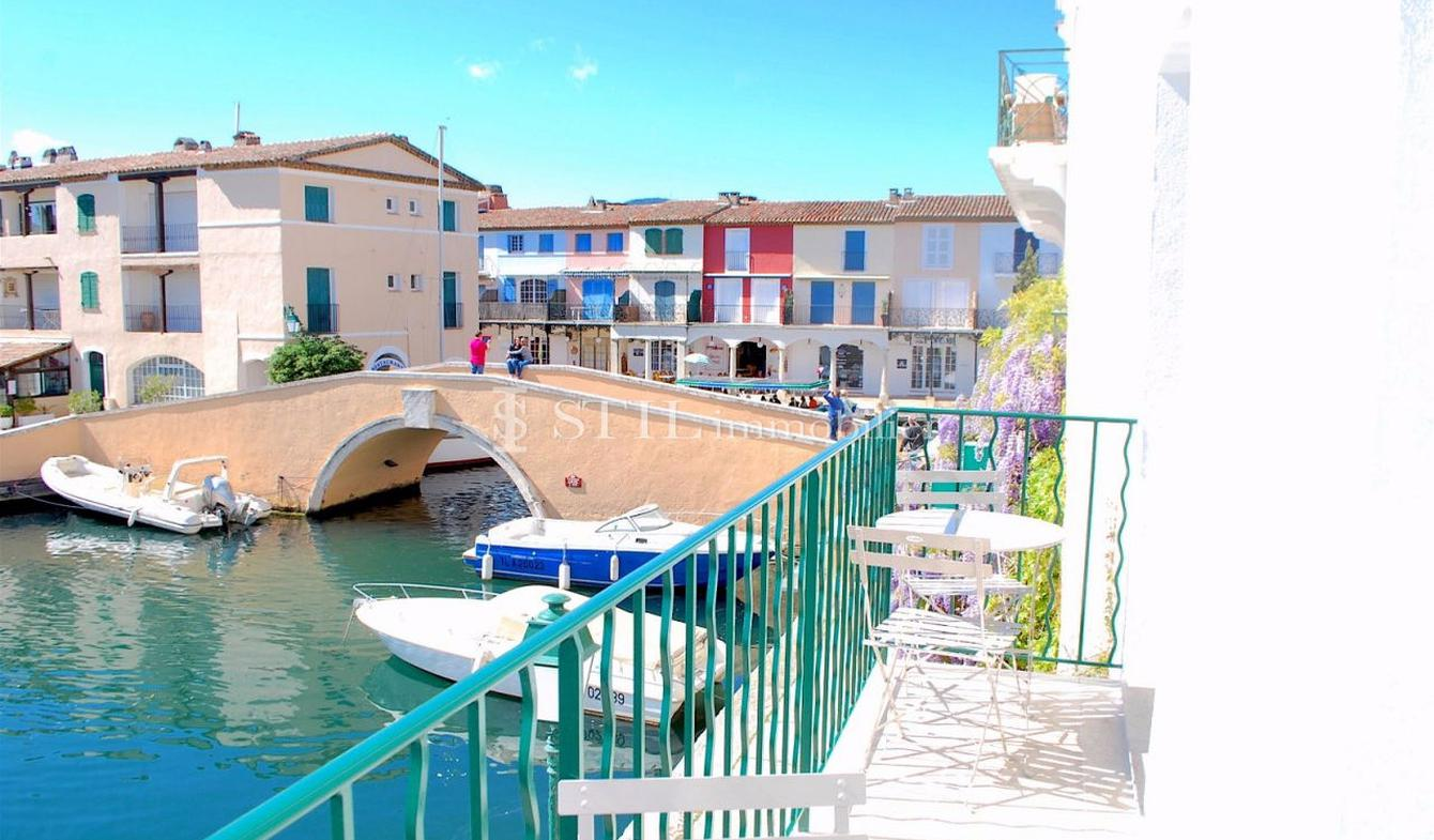 Apartment with terrace Grimaud