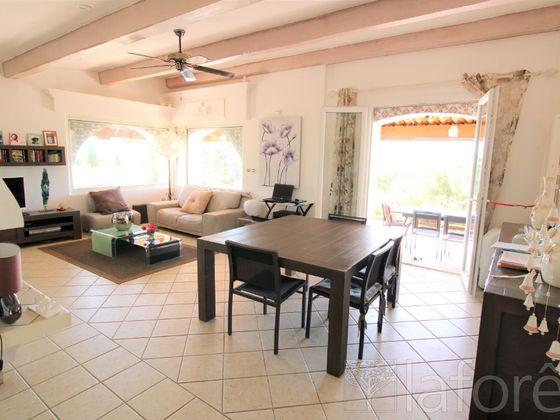Vente propriété 7 pièces 150 m2