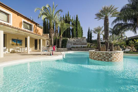 Villa avec piscine et jardin