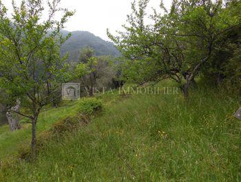 terrain à Menton (06)