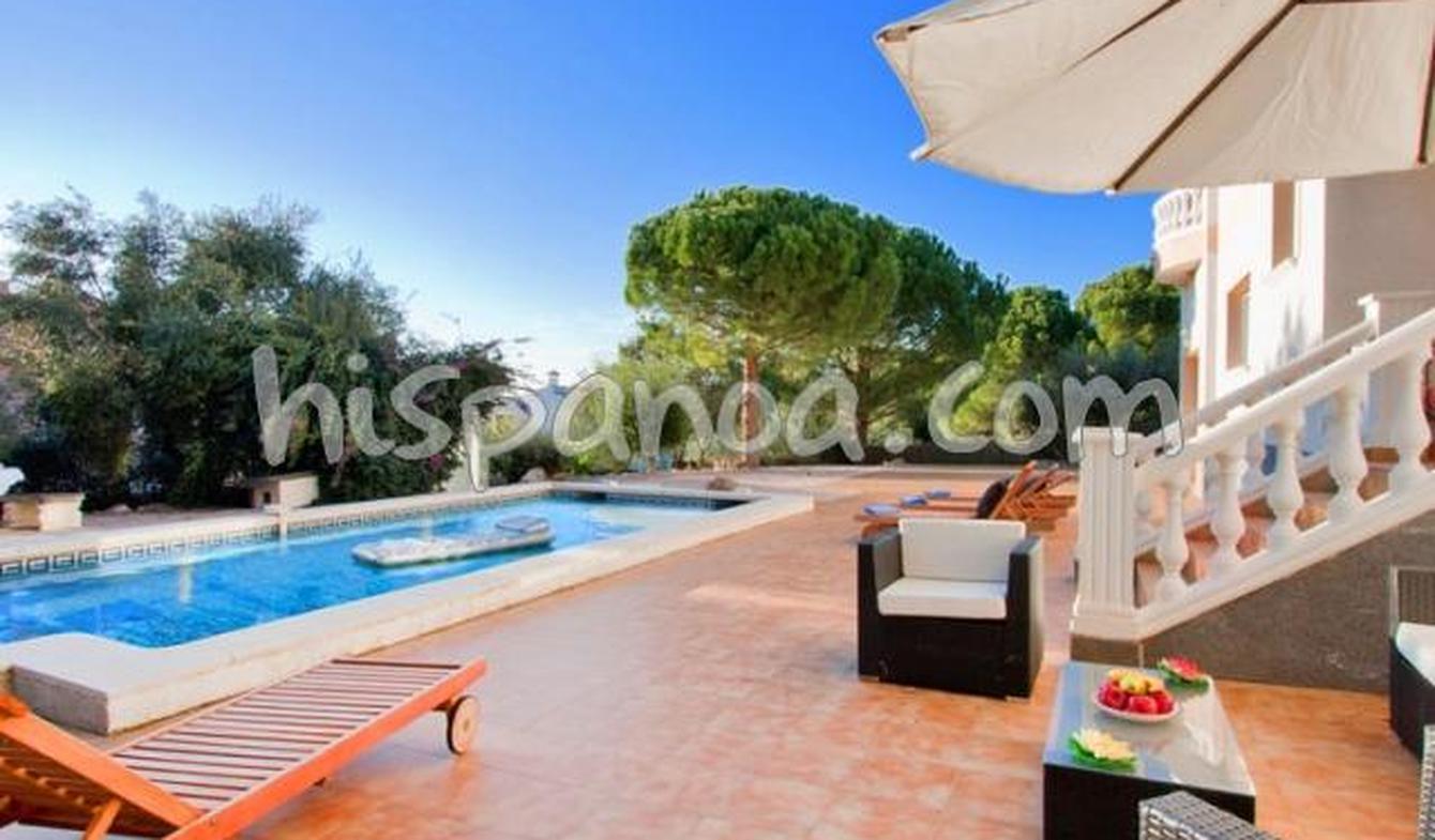 Villa with pool and garden Palau-saverdera