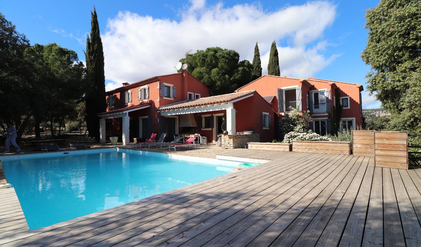 Maison avec piscine et terrasse Corconne