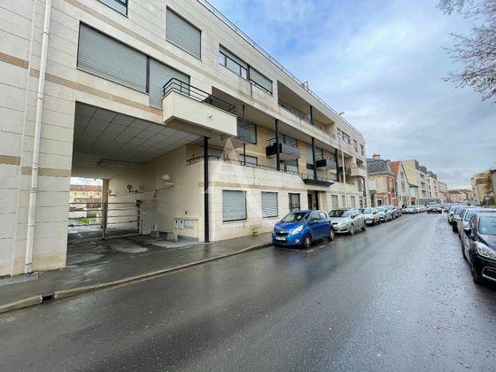 Location parking 15 m2 à Reims