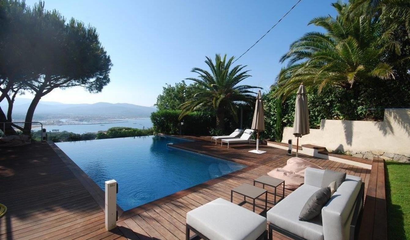 Villa avec piscine en bord de mer Gassin