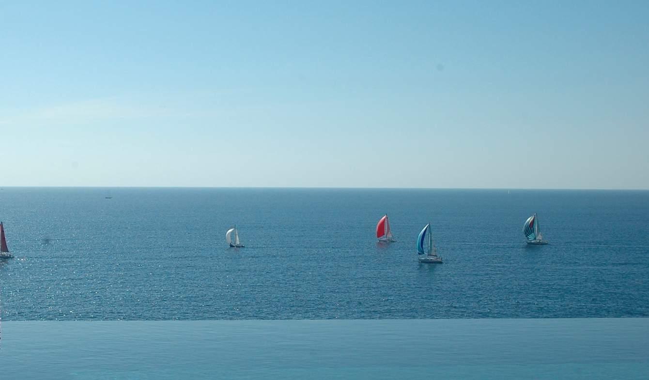 Propriété avec piscine en bord de mer Var