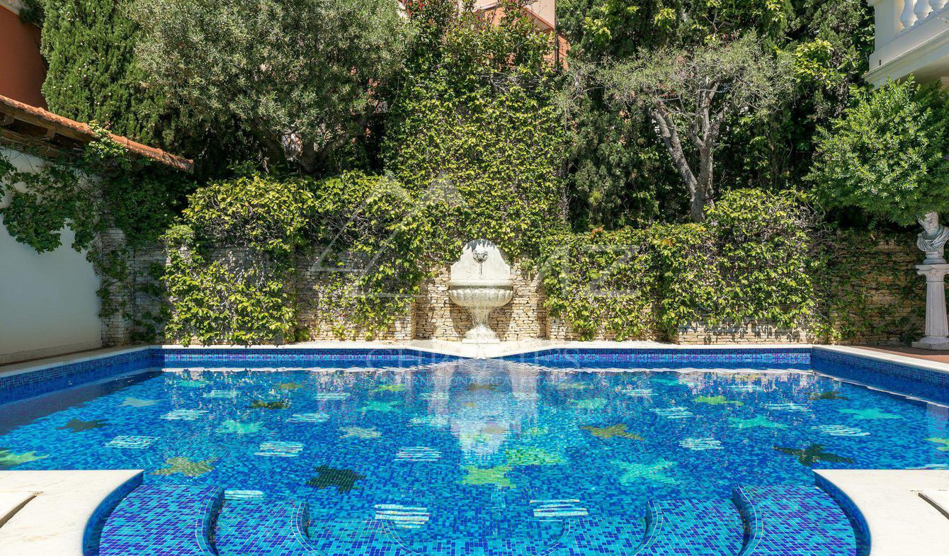 Villa with pool Beausoleil