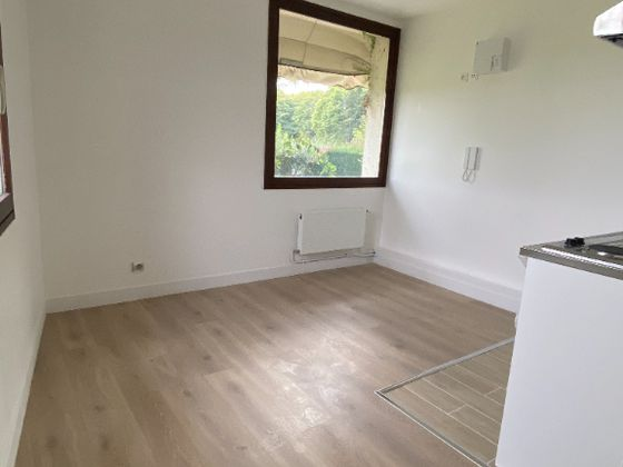 Location studio meublé 23,99 m2