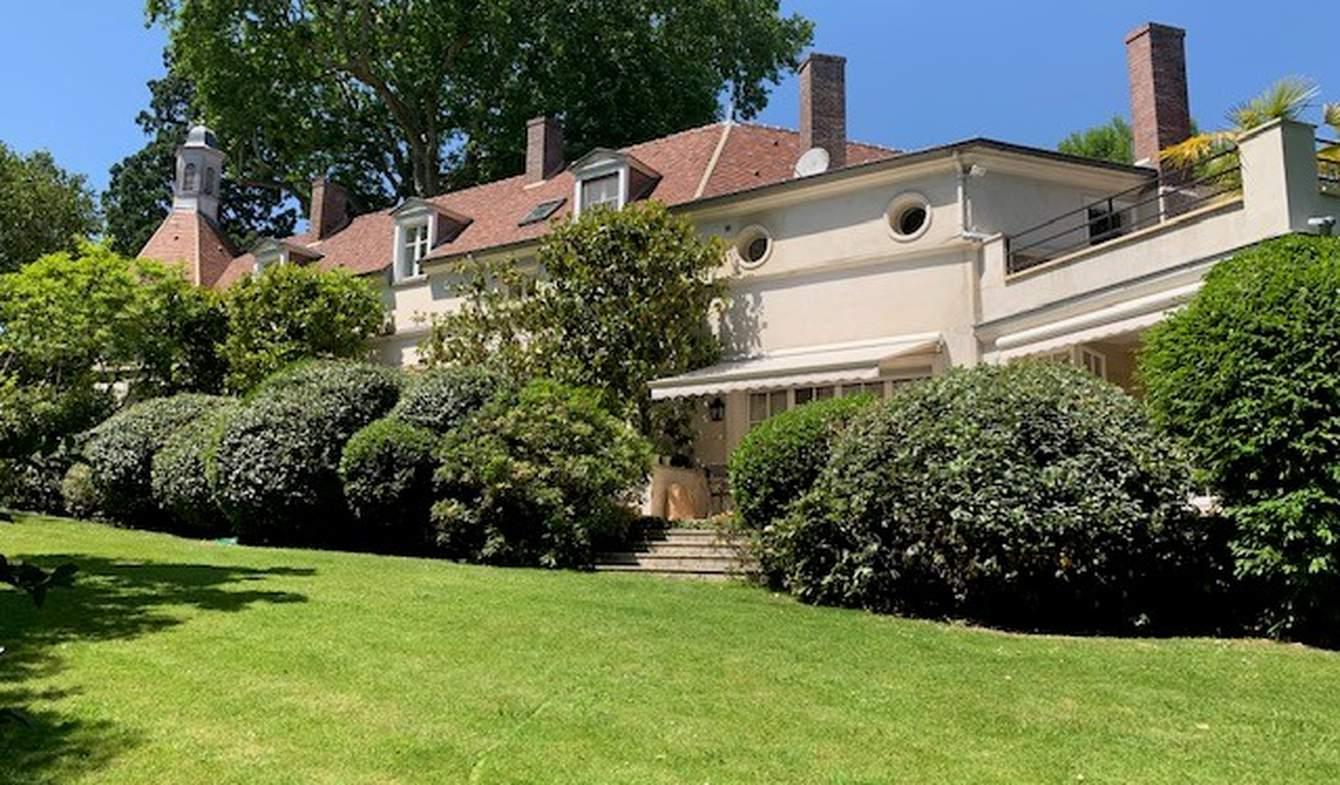 Property with garden Montfort-l'Amaury
