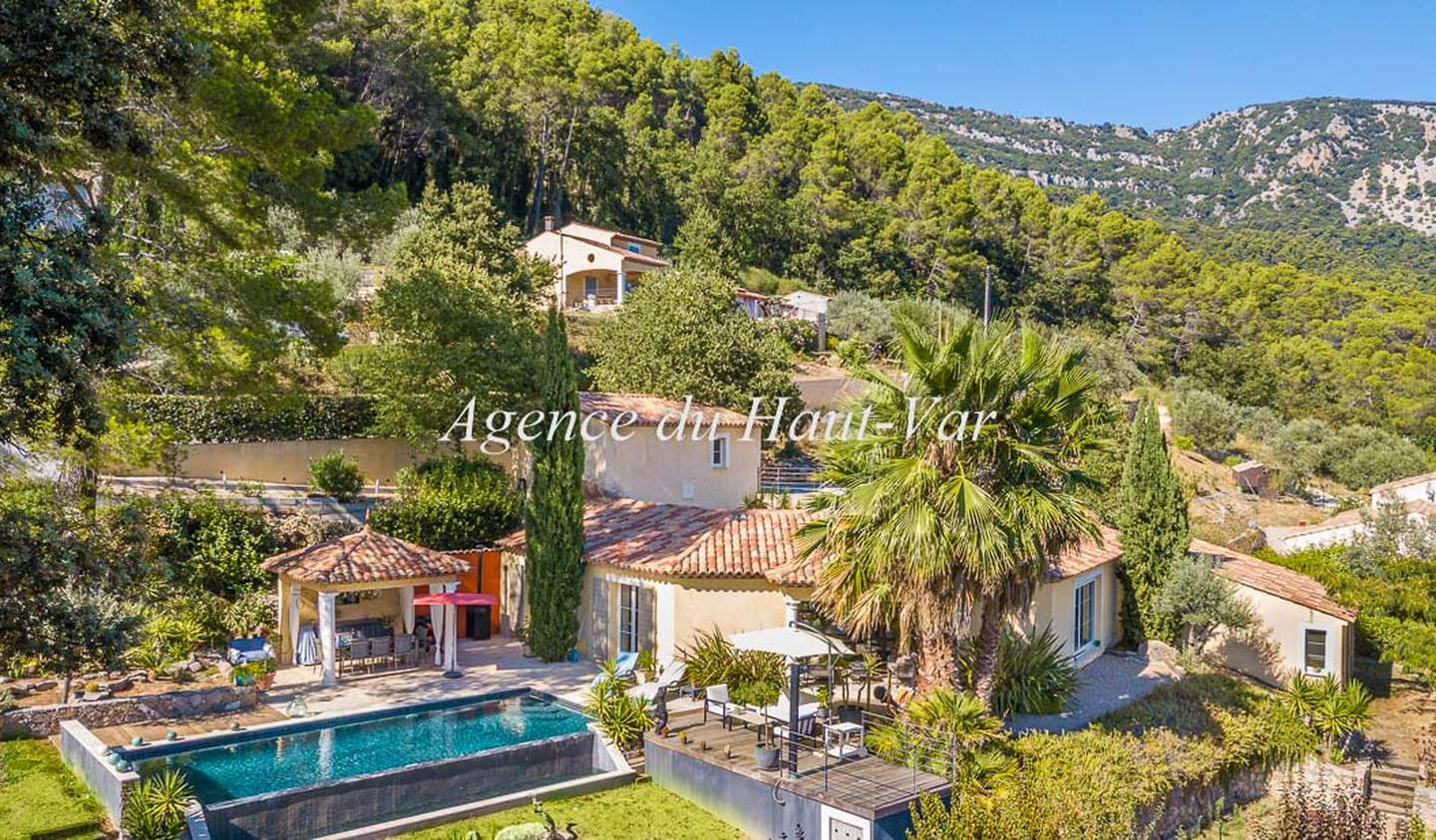 Villa with pool and terrace Bargemon