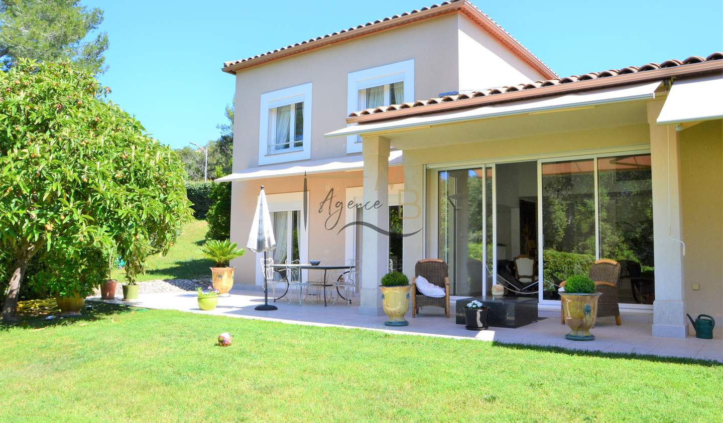 Villa with pool and terrace Nimes
