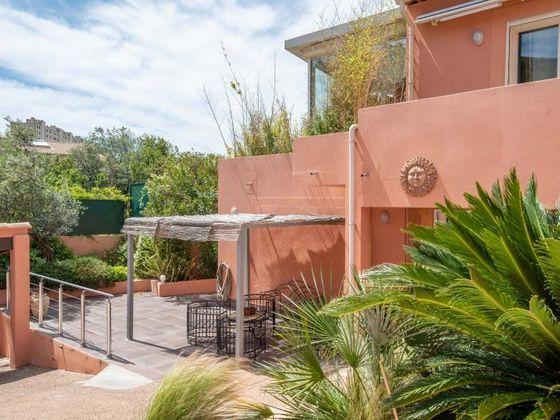 Vente villa 5 pièces 225 m2