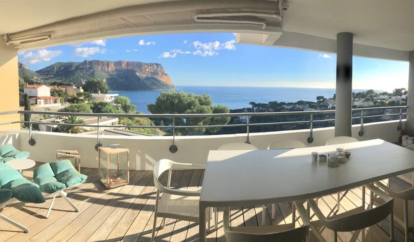 Appartement contemporain avec terrasse en bord de mer Cassis