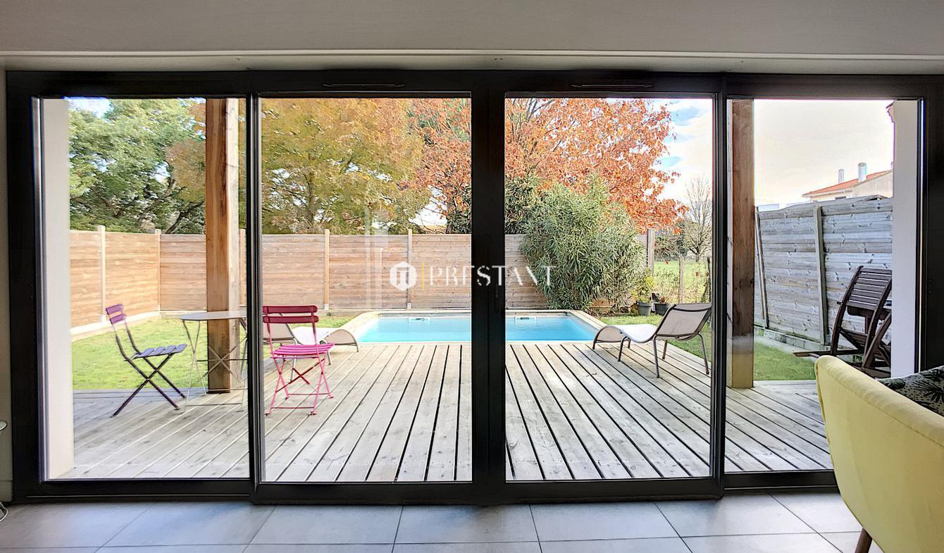 Maison avec piscine et terrasse Begles