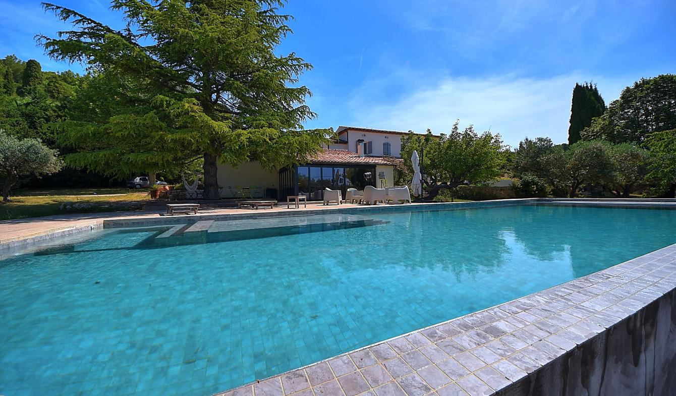 House with pool Aups