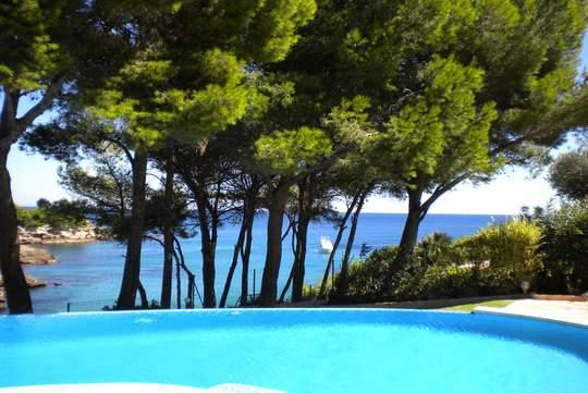 Maison avec piscine en bord de mer